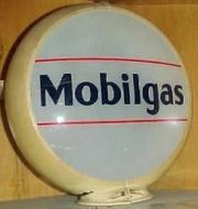Mobilgas-1932-to-1933-glass